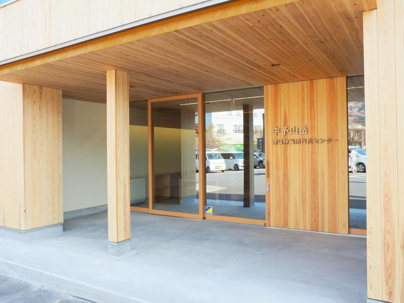 活性化センター玄関